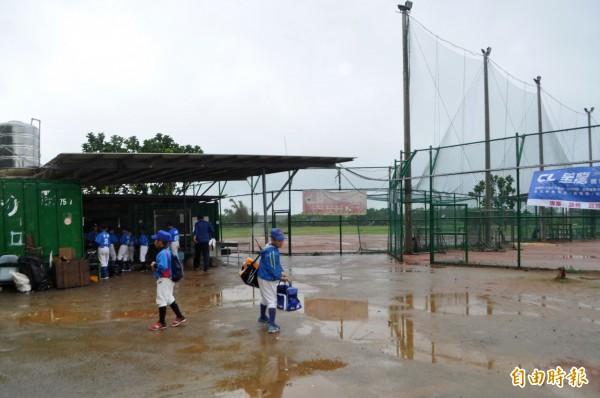 首屆「桃園盃」棒球錦標賽即將登場,中平國小棒球場獲挹注120萬改善。(記者李容萍攝)