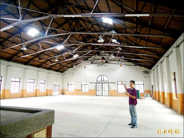 舊禮堂整修後內部寬敞明亮,將轉型為宜蘭縣國中小學自造者(創客)教育中心。(記者江志雄攝)