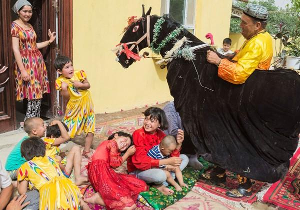 中國新疆維吾爾族自治區公布教育新規,禁止家長和監護人鼓勵或強迫孩子從事宗教活動。(路透)