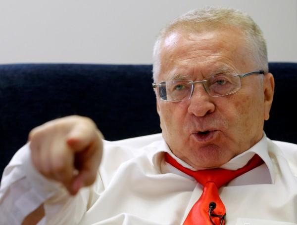 俄國會議員、自由民主黨主席吉里諾夫斯基接受外媒專訪,談到美國大選議題時,竟放話說,如果票不投給川普,就準備面臨核子戰爭。(路透)