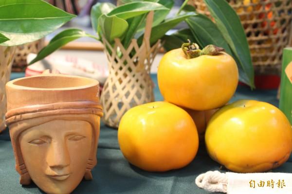 新竹縣五峰鄉的甜柿今年首度跟郵局合作地產地銷。(記者黃美珠攝)