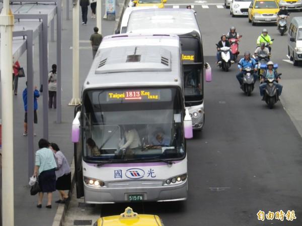 國光客運基隆台北相關路線30日起改停北車東三門。(記者盧賢秀攝)