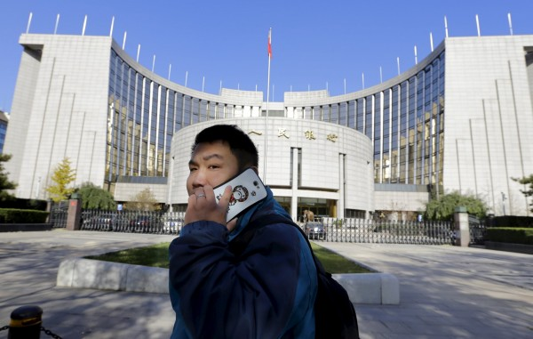 中國北京三大電信商北京移動、北京聯通和北京電信,從15日開始對未實名登記的手機號碼全部單向停機,只能接聽來電無法撥出。圖片為示意圖,與本新聞無關。(資料照,路透)