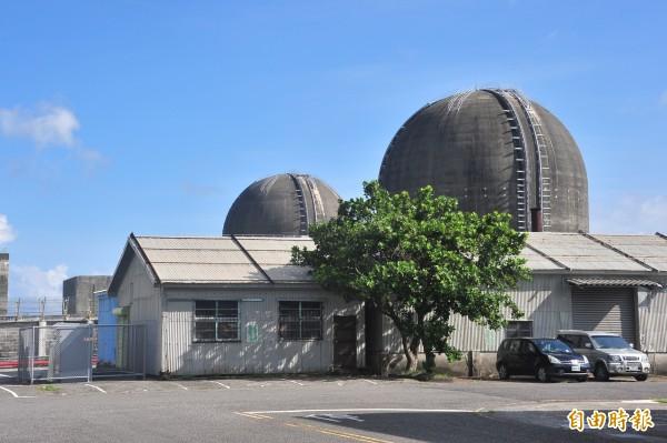 由於核廢料具有強烈輻射性,目前國際上有兩種辦法:一種是永久禁錮封存,另一種是再處理。圖為核三場。(資料照,記者蔡宗憲攝)