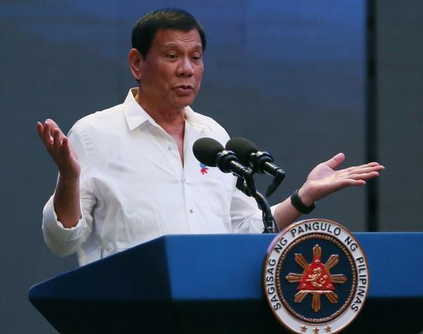 菲律賓總統杜特蒂曾受訪坦言,童年時遭到神父性侵,這樣的經歷更對他人格和從政之路影響深遠。(美聯社)
