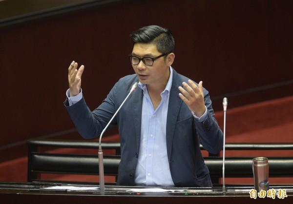 國民黨立委許毓仁贊成唐鳳「遠距上班」做法,並強調「台灣社會長久被困在打卡、簽到,人出現才算工作的迷思。」(資料照,記者張嘉明攝)