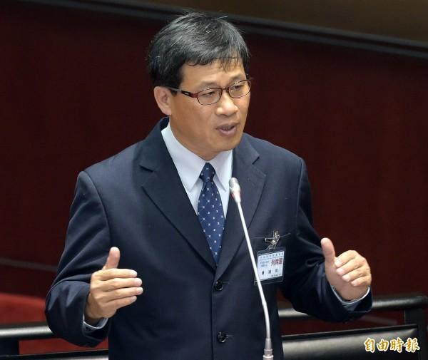 立法院19日召開司法院大法官被提名人黃瑞明同意權審查會,黃瑞明接受立委詢答。(記者黃耀徵攝)