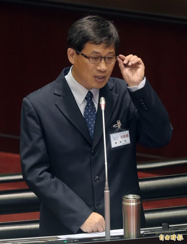 司法院大法官被提名人黃瑞明,今在立法院備詢時表態支持同性婚姻合法化。(記者黃耀徵攝)