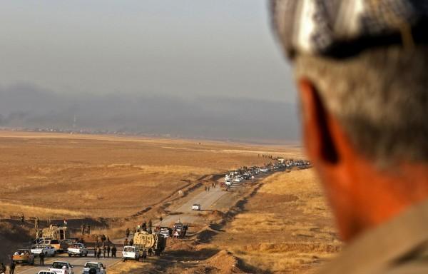 伊拉克軍隊聯手庫德族士兵進攻激進組織「伊斯蘭國」摩蘇爾據地,宣示將收復摩蘇爾。(法新社)
