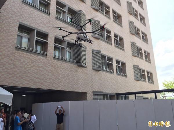 無人機如可用在農損勘查,將可大幅提高會勘效率,並降低人員的安全風險。(記者詹士弘攝)