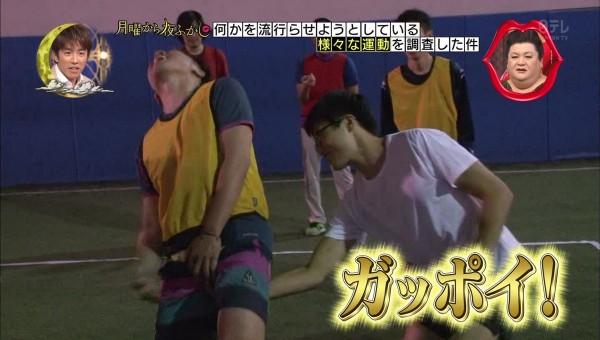 日本電視節目《月曜夜未央》的企劃介紹「日本人現在推動的事」,其中有一項竟是「抓雞雞競賽」。(圖擷自影片)