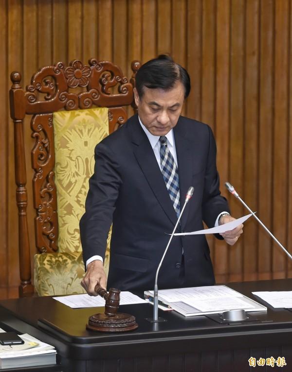 立法院21日舉行院會,通過「就業服務法第五十二條」、「關稅法部份條文修正草案」等。(記者方賓照攝)