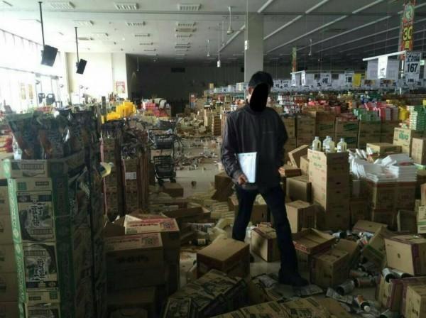 日本鳥取縣6.6強震造成災情。(圖擷自推特)