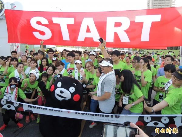 全球首場以熊本熊為主題的路跑,今晨在高雄上路。(記者王榮祥攝)
