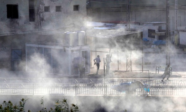 伊斯蘭國軍隊周五(21日)對伊拉克北部城市基爾庫克市發動攻擊,雙方交火建築物冒出濃煙。(路透)