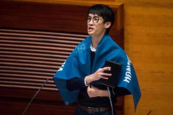 香港本土派政黨「青年新政」的立法會議員梁頌恆,先前在宣誓儀式時稱中國(China)為「支那」。(法新社)
