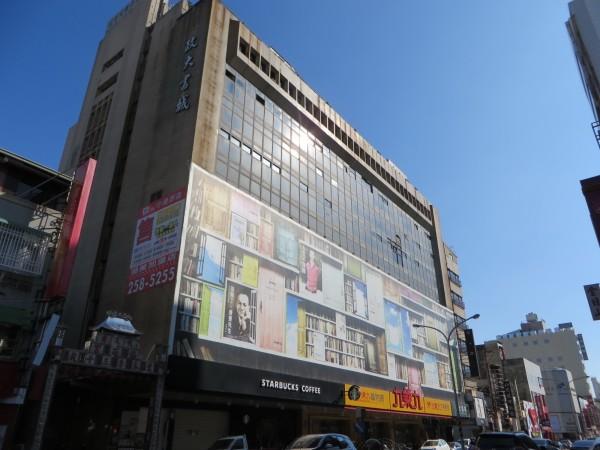 昔日的台南延平戲院已改建為大樓。(唐碧娥提供)