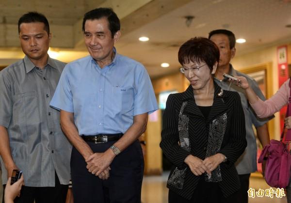 馬英九邀請黨內要員商討黨務,會後和黨主席洪秀柱一起步出會場。(記者林正堃攝)