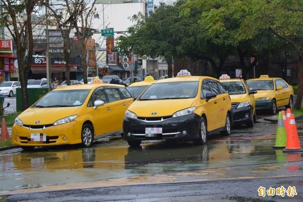交通部今日公告「汽車運輸業管理規則」修正部分條文等新規定,公告後主管機關與業界都能知道相關辦法,業者可開始研擬營業計劃書來提案。(資料照,記者游明金攝)