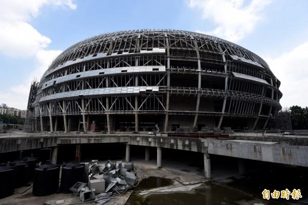 柯文哲說,大巨蛋有新進度,遠雄稱資料已送進台灣建築中心,市府會和台建確認文件完整性後,再請台建排審查行程。(資料照,記者簡榮豐攝)