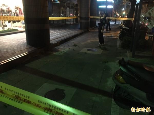 北市大安區仁愛路發生男子墜樓,警方封鎖現場採證中(記者邱俊福攝)