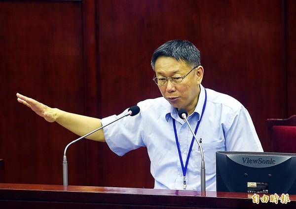國民黨籍市議員李新追問韓國瑜去留?柯文哲回應,「其實韓國瑜做得是不錯」,打算安排他到市政府擔任顧問,並強調「這裡(指北市府)發揮更好」。(記者方賓照攝)