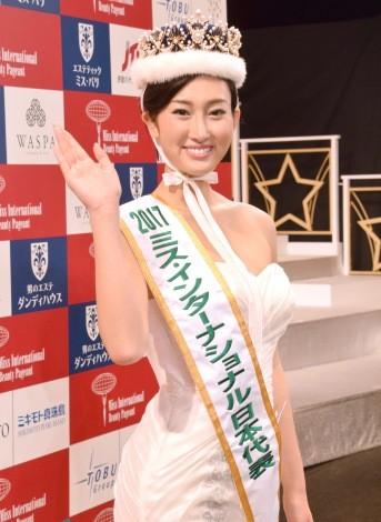 2017年國際小姐日本代表決賽今公布結果,最終由身高174公分的長身美女、現年23歲的筒井菜月拿下冠軍。 (圖擷自《oricon》)
