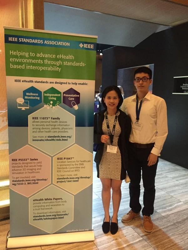 台北醫學大學醫學系六年級學生林庭薇、黃柏諭參加德國IEEE學會,以醫療領域常見的人工智慧(AI)CAD技術發表研究,驚艷國外學者。(台北醫學大學提供)
