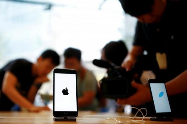 路透報導,中國網友寧願將iPhone 6整形成iPhone 7,也不願購買iPhone 7。(路透)