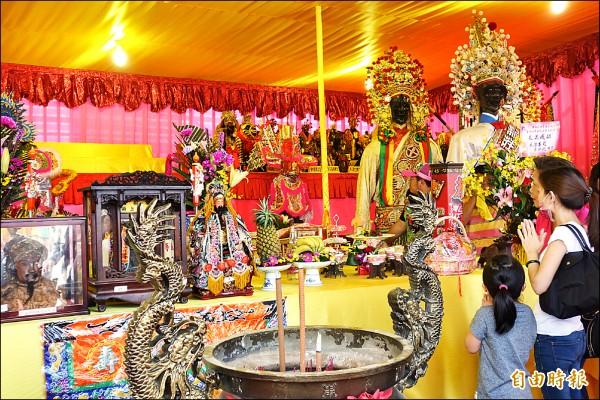 新北市玄天上帝文化祭昨登場,多達百尊各宮廟的玄天上帝神尊大會師。(記者葉冠妤攝)