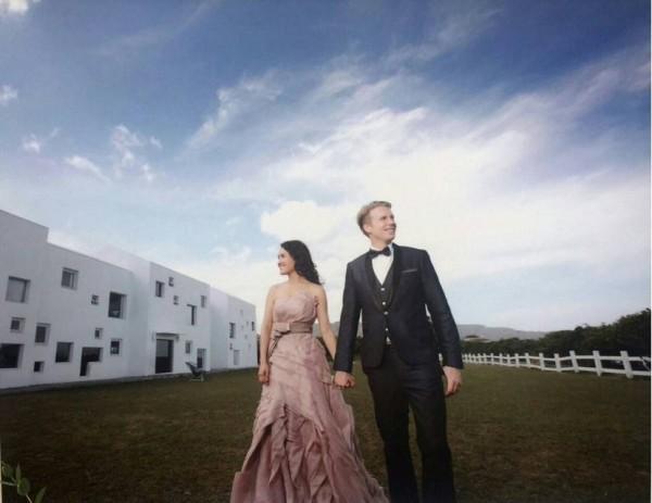 蘇㛄馠過去在蘇嘉全競選台中市長時曾陪同掃街拜票,今天與老公瑞典人Robin舉行婚禮,兩人婚後將住在台灣。(蘇嘉全辦公室提供)