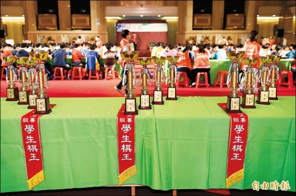 第十一屆榮三盃共有三百三十六名棋手參加,競逐「學生棋王」榮銜。 (記者趙世勳攝)