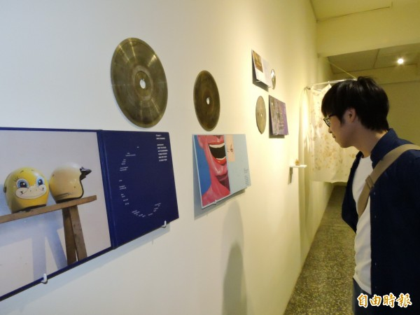 「時空迴路─東南亞當代藝術交流展暨工作坊」展覽今天舉行開幕儀式,即日起至11月20日在板橋435藝文特區展出。(記者賴筱桐攝)