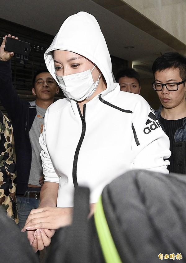 藝人李妍憬與計程車司機鬥毆,於北檢偵訊結束後,裁定飭回。(記者陳志曲攝)