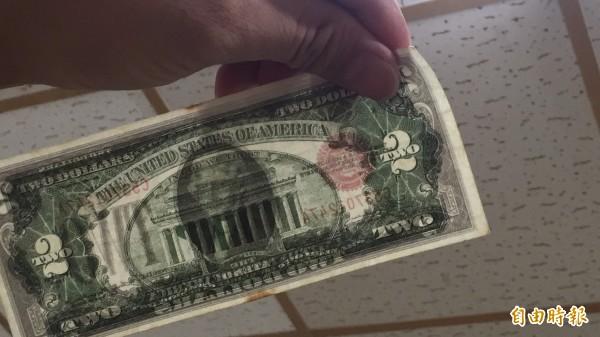 警方說偽製美鈔製作相當精美。(記者黃美珠攝)