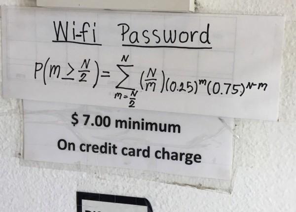 美國一家泰國餐廳為顧客提供Wi-Fi,前提是必須先破解複雜數學題目,才能得到密碼。(圖取自reddit)