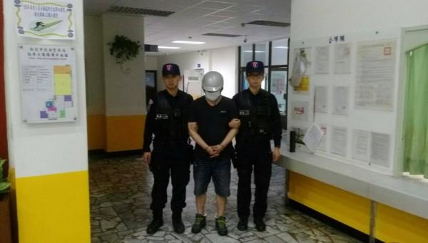 嫌犯劉人維遭警方移送法辦。(記者徐聖倫翻攝)