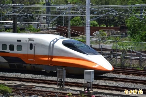 針對台灣不時就會發生地震,高鐵目前除於沿線裝置地震偵測器,也將與氣象局合作,將氣象局的地震預警與高鐵列車自動控制系統連線,讓列車能及早煞車。(資料照,記者侯承旭攝)