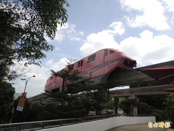 台南捷運系統將採高架跨座式單軌系統。(記者蔡文居攝)