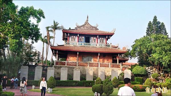 赤崁文化園區內的建築物高度設計,不可超過「赤嵌樓之簷高」。(記者劉婉君攝)