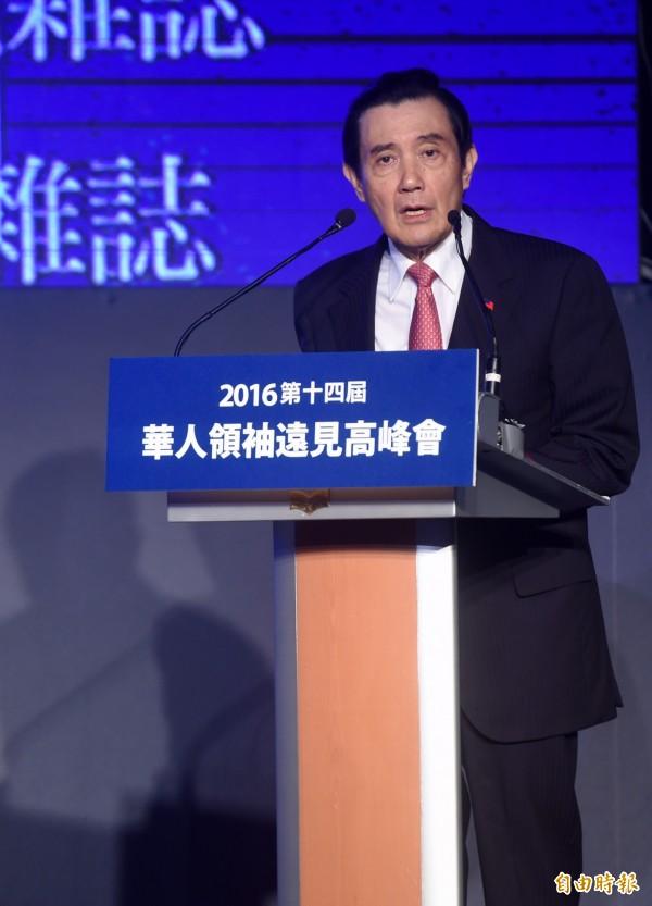 2016第14屆華人領袖遠見高峰會2日舉行,前總統馬英九應邀出席開幕演講時表示,任內對中國的出口比率不升反降,卻被質疑「親中賣台」,覺得「這個說法很奇怪」。(記者簡榮豐攝)