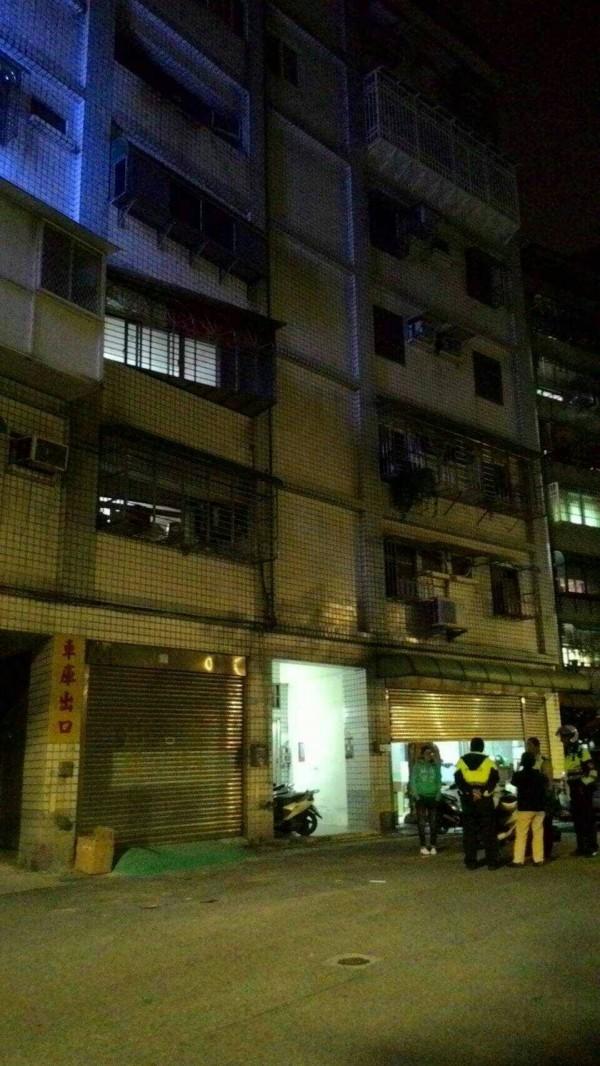 警方查訪附近居民。(民眾提供)