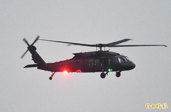 國防部擬再撥15架UH-60黑鷹直升機給空軍海鷗救護隊使用。(資料照/記者張忠義攝)