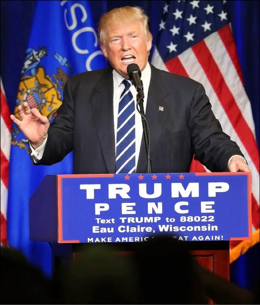 川普則在民主黨票倉威斯康辛州呼籲提早投票投給希拉蕊但「後悔」的選民,在三日期限前重新投票。(美聯社)