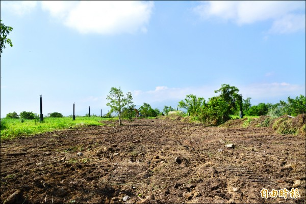 廢棄的宜蘭市建蘭段垃圾掩埋場,將做為首處太陽能電廠建置計畫。(記者游明金攝)