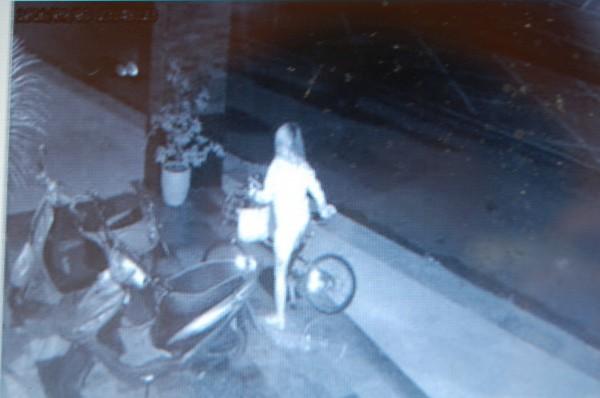 長髮女子偷腳踏車,因Line帳號被盜向鹽水警報案,自投羅網。(記者楊金城翻攝)
