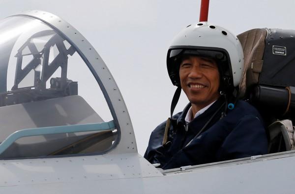 印尼政府今(5)日發布聲明指出,考慮到國內情勢有需要總統留守,印尼總統佐科威將延後訪問澳洲的行程。(路透)