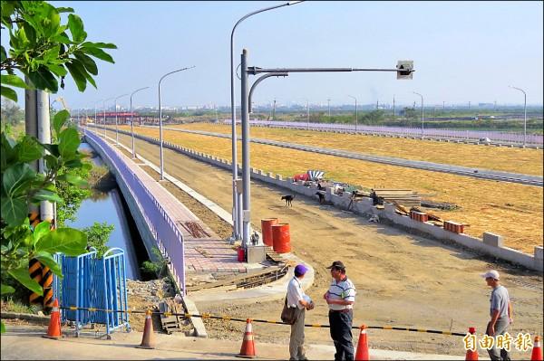 台江大道西段工程目前在安南區已進行到曾文溪畔。(記者蔡文居攝)