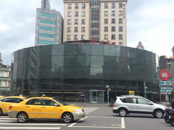 柯市府六月間拍板,拆除建成圓環建築體,並改造為綠地廣場。(記者郭逸攝)
