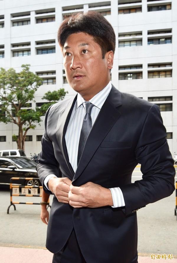 台灣高等法院7日審理紅火案,中國信託慈善基金會董事長辜仲諒出庭應訊。(記者羅沛德攝)